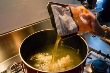 Crispy_pork_noodle_soup_14
